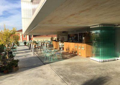 Instalacion de Cortinas de Cristal Terraza Abierta Bar 1