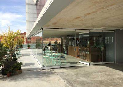 Instalacion de Cortinas de Cristal Terraza Cerrada Bar 1