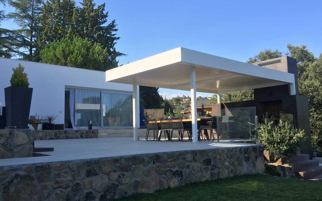 Instalación de Pérgola Bioclimática de lamas orientables en una terraza de Torrelodones en Madrid