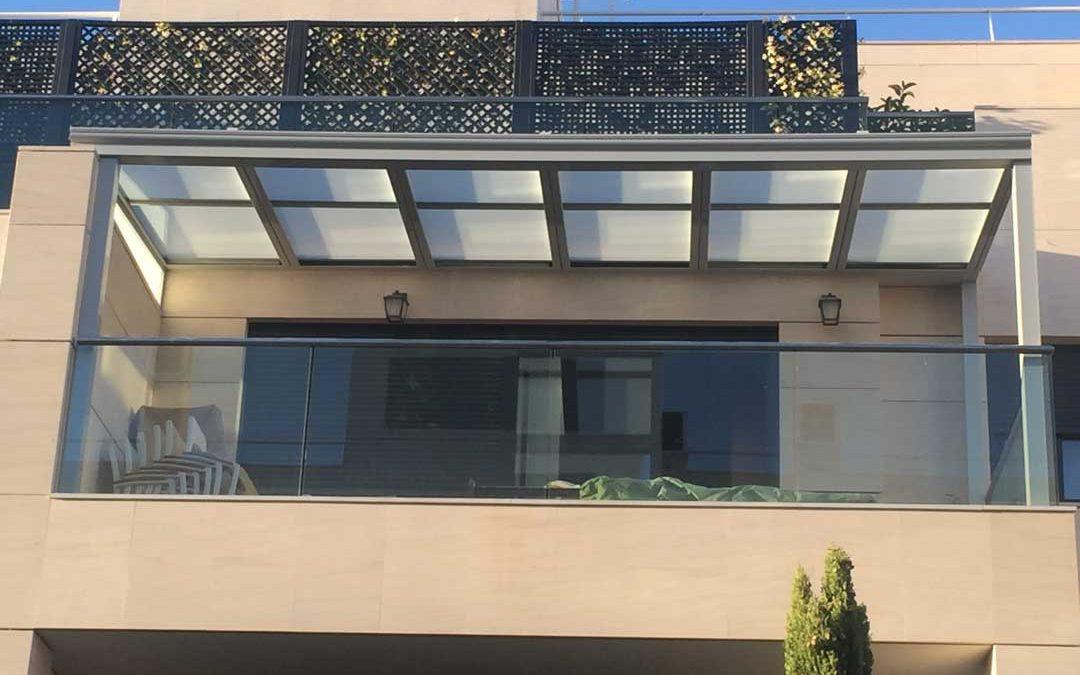 Instalación de un Techo Móvil de Cristal con Accionamiento Motorizado vía radio en una terraza de Montecarmelo en Madrid